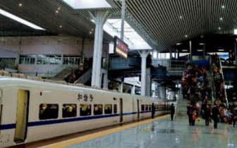 """福州火车站加开29趟旅客列车 迎""""五一""""客流高峰"""