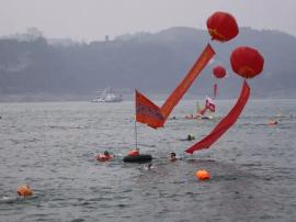 大寒不寒猛龙过江 宜昌500勇士冬泳抢渡长江
