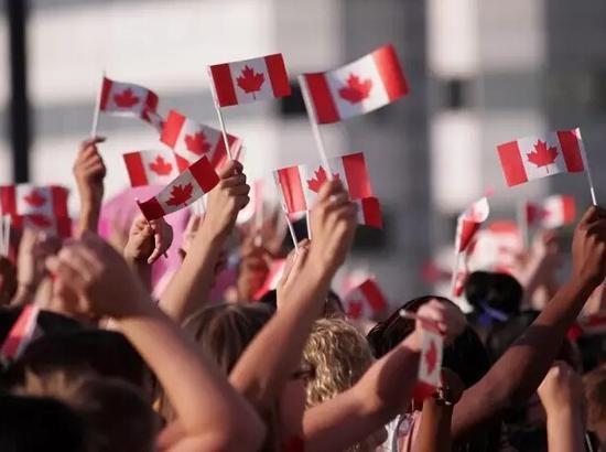 """美国H1-B和加拿大""""快速移民"""",哪个更容易?"""