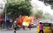 南京一龙虾店爆燃 2人受伤