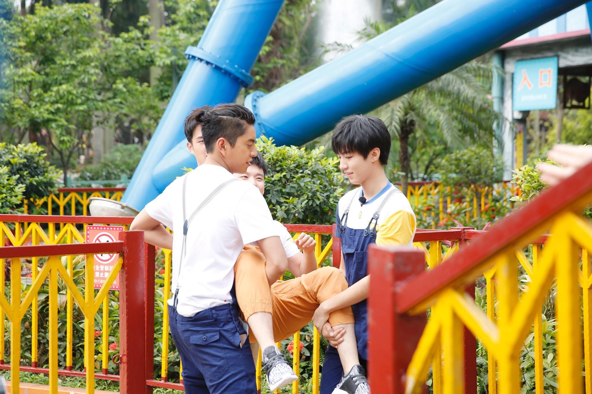 董子健恐高拒玩跳楼机 王俊凯:我会保护你的