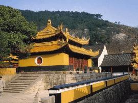 泰州一女子持20万现金来银行汇款 称要捐款建寺庙