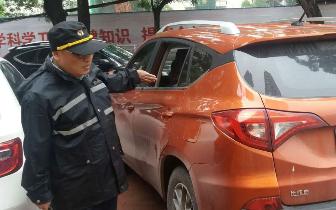 郑州街头6辆汽车玻璃被砸 警方介入调查