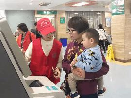 """河北经贸大学志愿者赴儿童医院开展""""大手拉"""