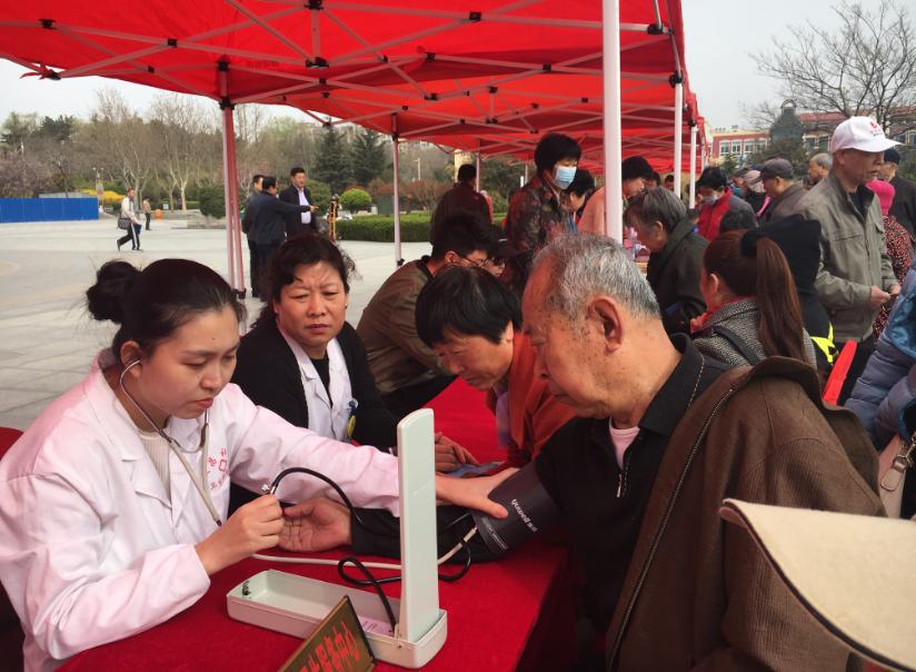 李沧区开展全国第30个爱国卫生月集中宣传活动