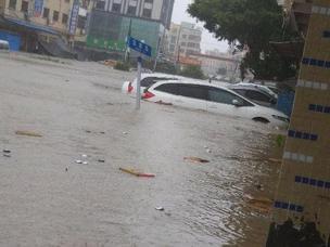 台风过后 惠东街道积水严重多台车被淹