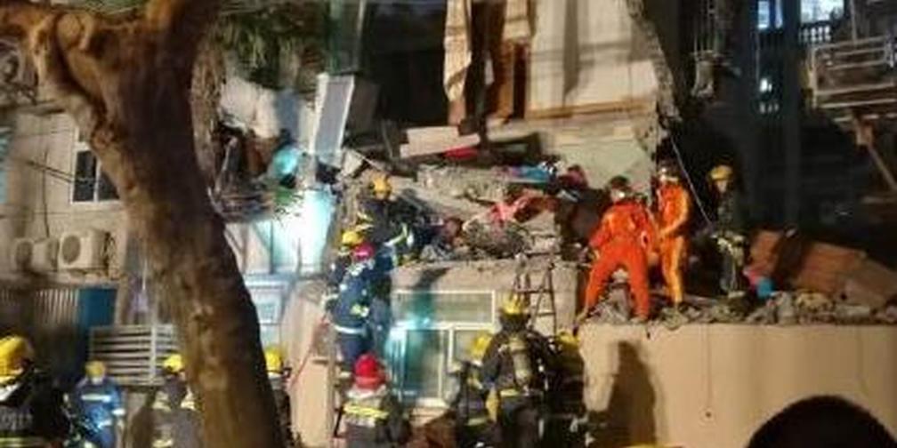 杨浦一居民楼因爆炸坍塌 居民听到巨响