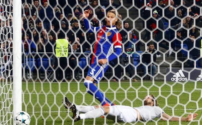 欧冠-曼联89分钟丢球0-1爆冷