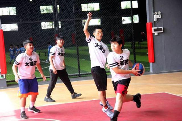 佛山宽洋青少年活动中心揭幕 集足球篮球于一体