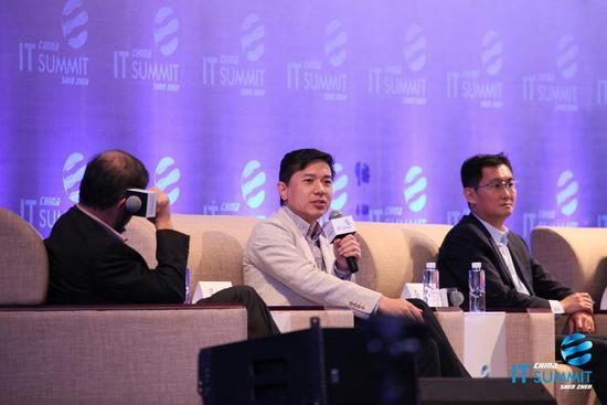 李彦宏:人工智能永远达不到人脑的水平