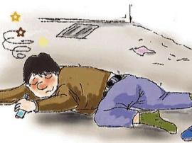 好心人朱军:路遇醉酒男子横躺在地 扶起男子等救援