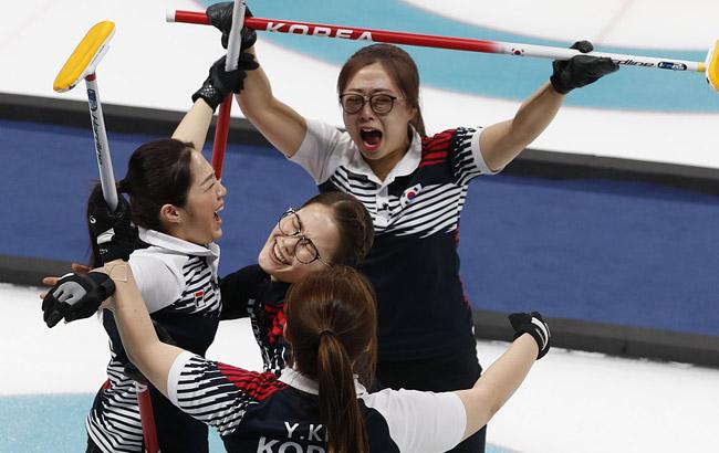 女子冰壶韩国胜日本首进决赛