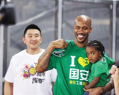 马布里:能成为北京足篮球的桥梁很开心 我是铁杆!