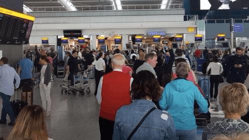 英国遭遇大面积网络故障 两大机场所有航班取消