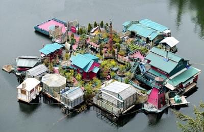 加老夫妇水上自建漂浮屋 已住25年