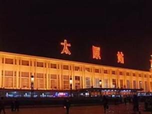 火车站将建东广场和东站房 接送车辆即停即走