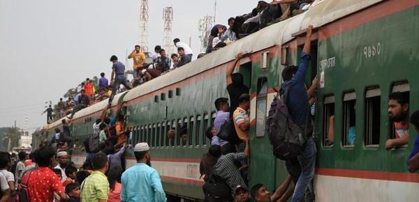 中国已有时速400千米的动车 别国还在挂火车