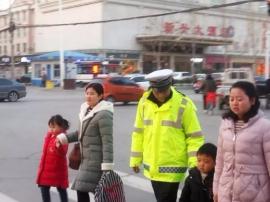 夏县交警大队严格落实护学岗制度
