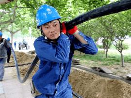 永城市供电公司:小区线路改造 确保度夏用电