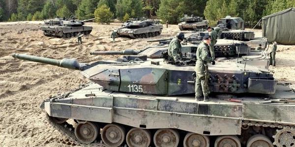 波兰军队可劲用豹2坦克不心疼