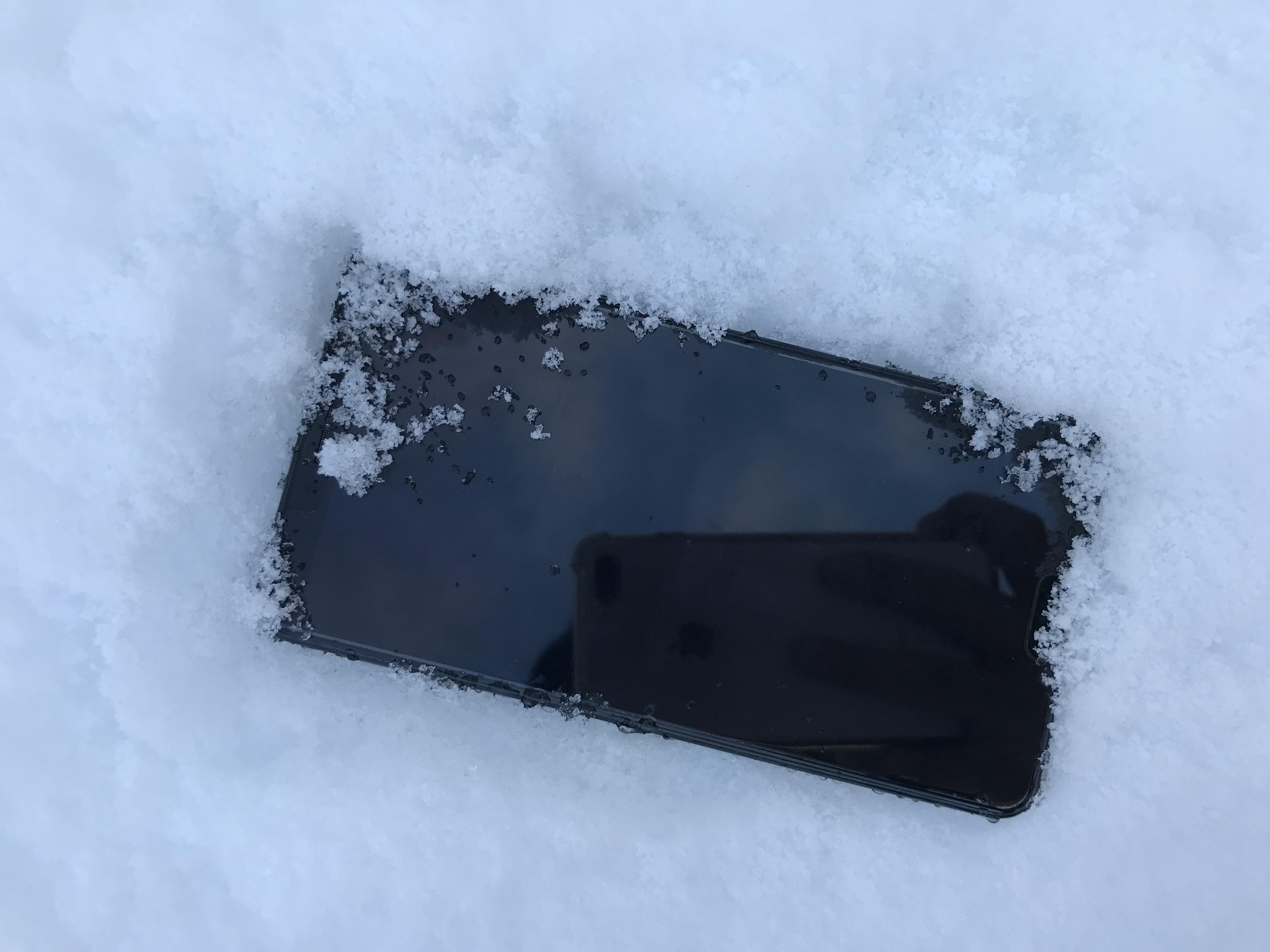 达沃斯突逢大雪手机遭殃 这款手机竟没受影响