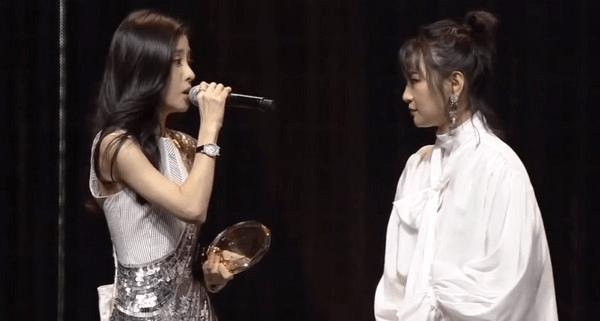 张碧晨与偶像周笔畅合唱《凉凉》 嗓音神契合