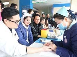 春节前宜昌市一医院医护献血显大爱