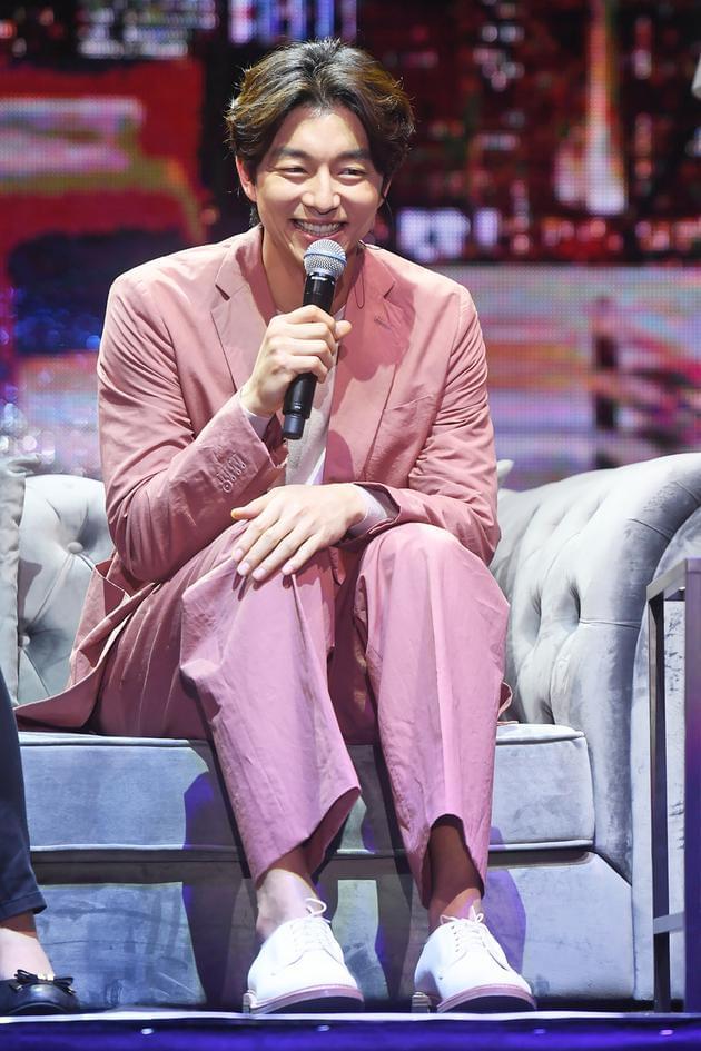 孔刘上节目无所不谈 害羞自曝是接吻高手