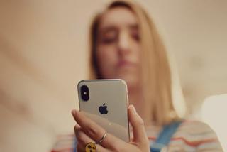 iPhone X创意广告:小姐姐解锁万物