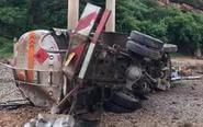 油罐车从40米高大桥坠落