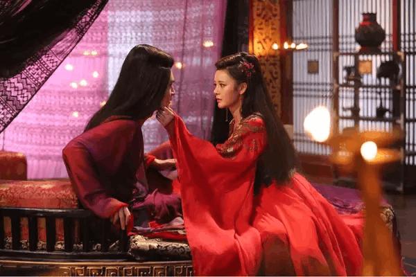 《轩辕剑之汉之云》首播 王瑞子一袭红衫惊艳出场