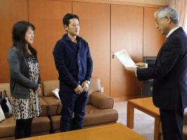 """日本记者专访32岁""""拜金女""""对话实录:全是套路"""