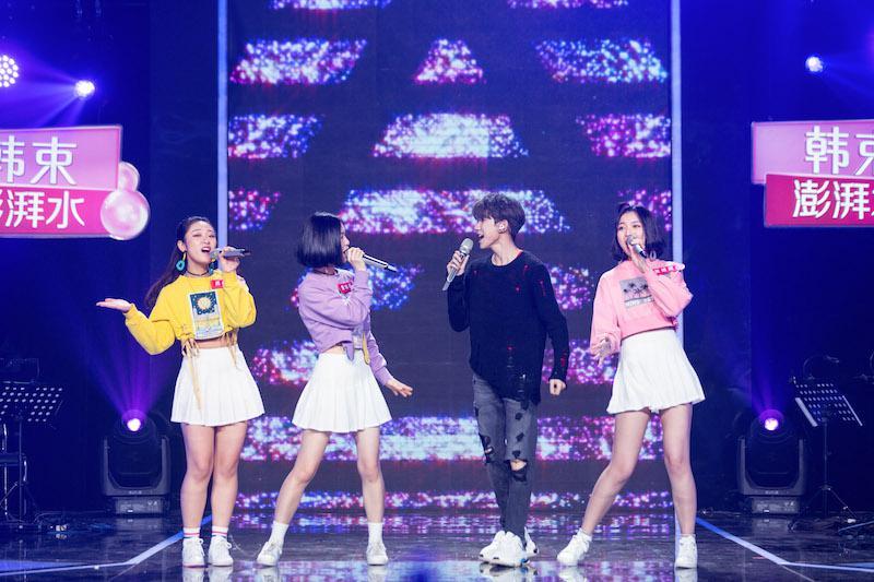《我想和你唱》王源和歌迷过五四青年节