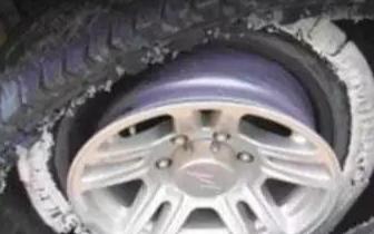汽车爆胎如何正确避免事故保命?