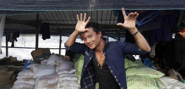 缅甸小伙云南种芋头日薪70元 称回国算高薪