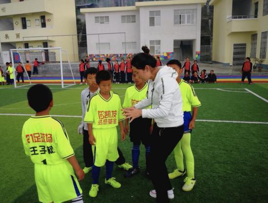 情注云南高雷雷联手梦想基金打造足球赛火热开