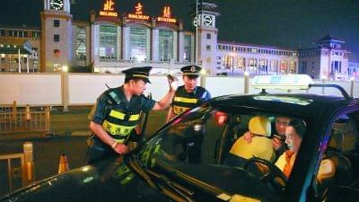 云南高支队夜查4小时 查获交通违法行为286起