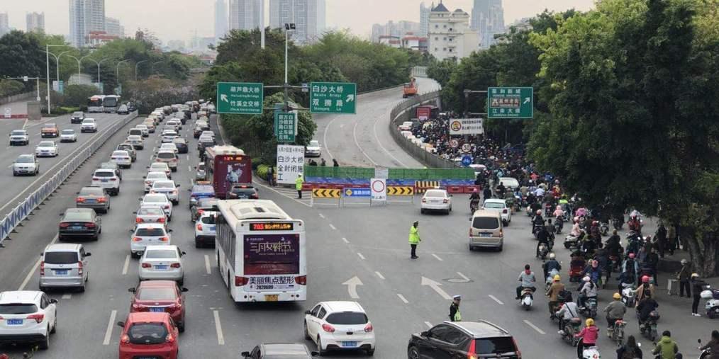 封桥首日路面畅通无阻 南宁老友都去看中国杯了?