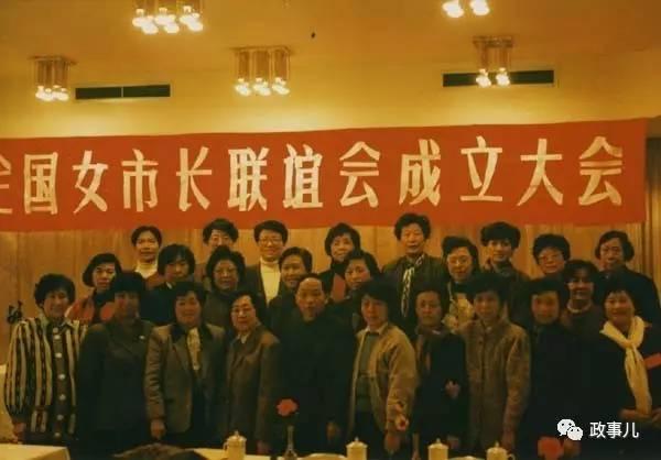 女市长在哈尔滨大聚会 男性参会人员靠墙坐后排 图2