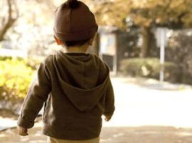 福州四岁女孩街头走失 热心护士帮助其找到家人
