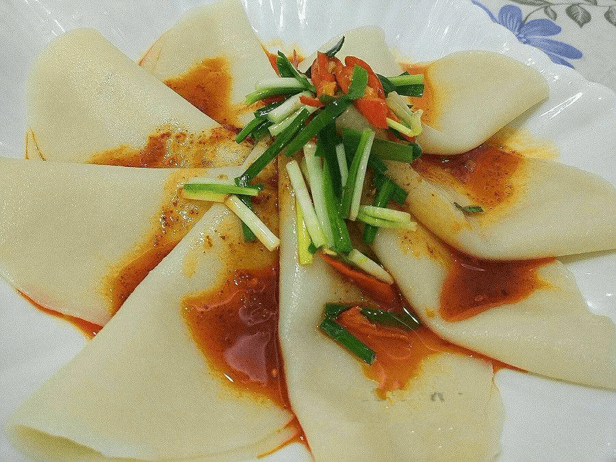 剩余的饺子皮千万别揉一块 这样吃美味极了