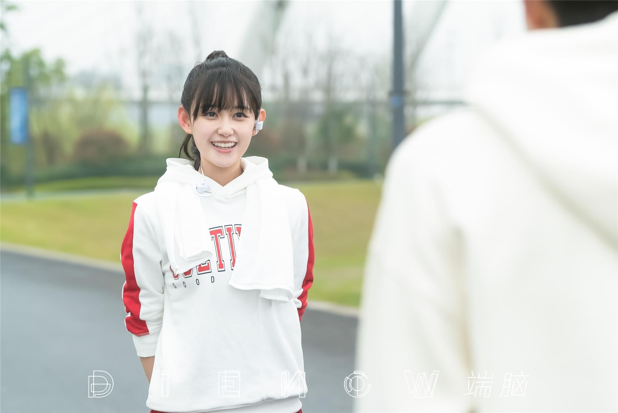 蒋依依《端脑》饰真假晴知 展甜美少女的双面魅力
