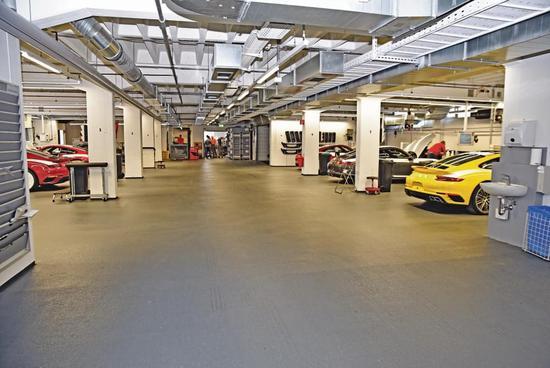 Porsche Exclusive Manufaktur车间其实并不大