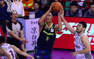 广东曾坐拥季后赛10强最差外援,斯隆会是解药吗?