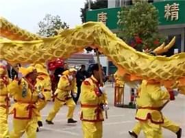辟谣!南康唐江街头舞起百米巨龙是假的