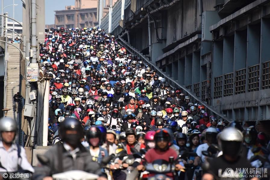 壮观!台北惊现摩托车瀑布,媲美县城乡村