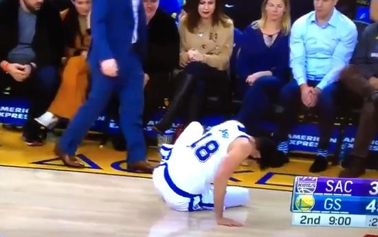 【影片】又傷一個!勇士Casspi落地不慎踩到隊友,腳踝扭傷退出比賽!-Haters-黑特籃球NBA新聞影音圖片分享社區