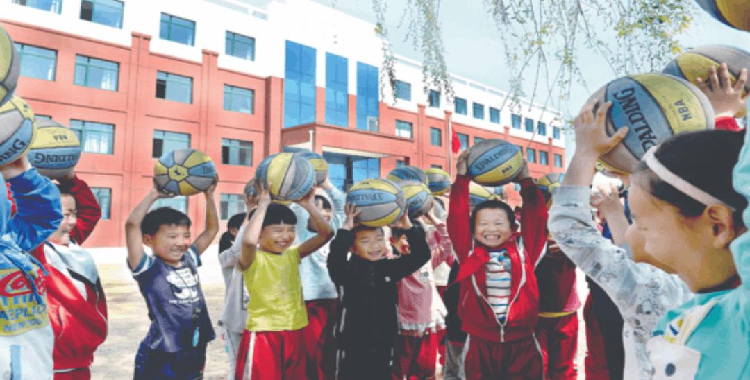 丹东九连城镇城东小学的孩子们 搬进了新校舍