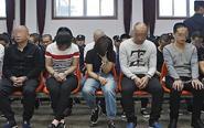 跨国诈骗案34名被告受审