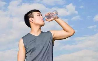坚持一个月不喝饮料 喝足水 身体会发生什么变化